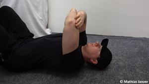 Übungen gegen Schmerzen in der Schulter - Ausgangsstellung des Duoballs