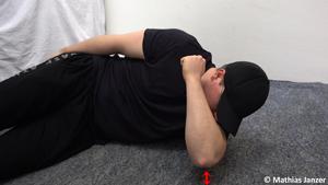 Schmerzen in der Schulter und Faszienball zweite Steigerung